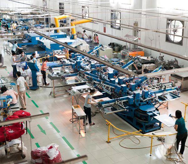 In lụa bằng máy với xưởng sản xuất quy mô lớn